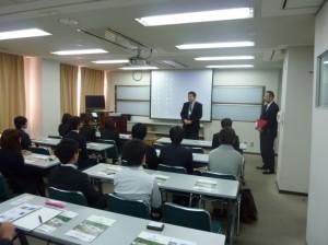写真1 ご説明をしていただいた丸山博史理事と小森洋主任