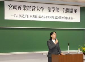 コーディネーターの本学・柴田博子教授による資料の解説