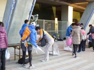 荷物預かりは有料のためか,比較的余裕があるように見えます。が,彼らの山場は午後にやってきます