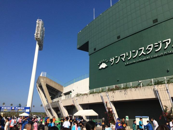 当日はキレイな快晴。マラソンには暑いくらいの陽気でした。