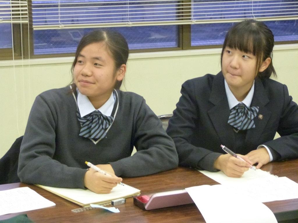 写真2. 生徒たちの様子です。メモを取りながら真剣に聞いてくれています。