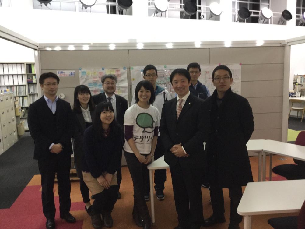 写真7. 本川市長、谷内様と宮崎からの参加者で記念の1枚。