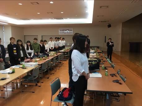 写真5. 最後にゼミ学生全員を代表して大下将史くん(柚原ゼミ3年生)による御礼の挨拶の様子です。